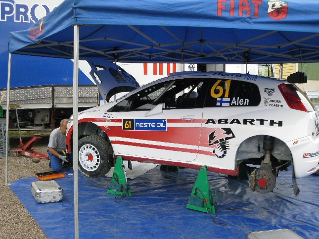 Antton Alenin uusi Fiat Grande Punto Super2000 -auto. Ensi esiintyminen Suomessa. Mielenkiintoista nähdä miten auto pärjää N-ryhmäläisten seassa. Uskoisin, että.... voittaa. Katsotaan.