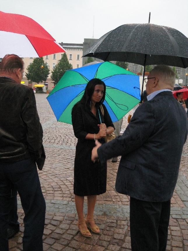 Jaana Pelkonen juonsi tämänpäiväisen Lahden toritapahtuman.