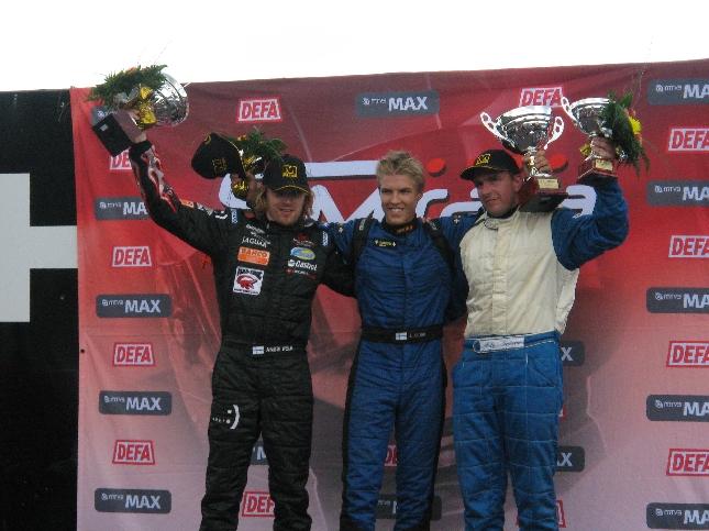 F3:sten kärkikolmikko. Keskellä voittajana 16-vuotias Jesse Krohn ja kakkosena Anssi Kela ja kolmantena Arto Taimi.