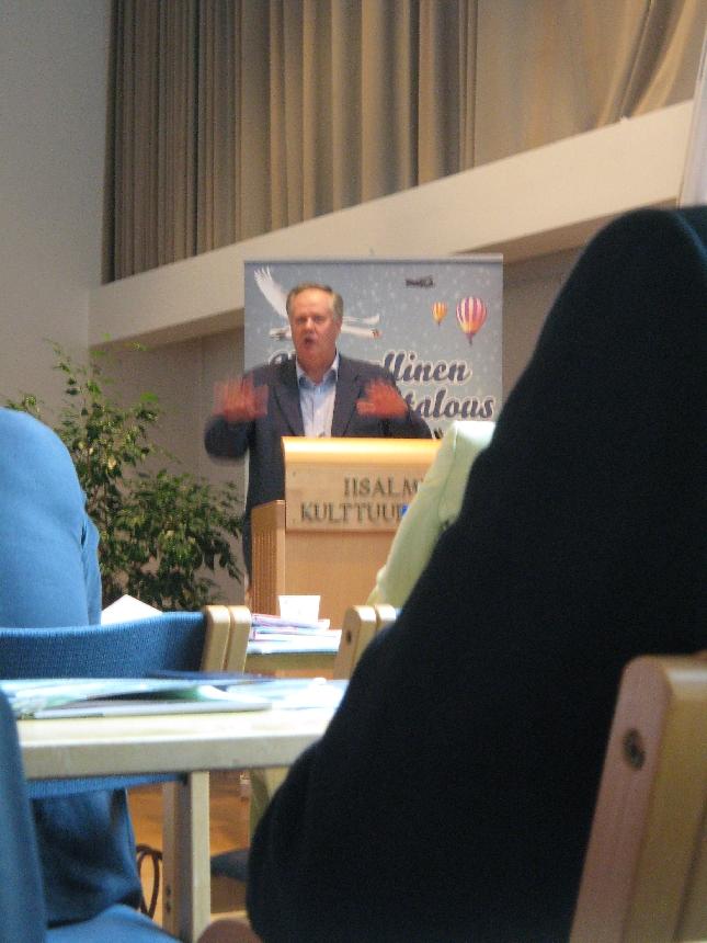 Eduskunnan I varapuhemies Seppo Kääriäinen vieraanamme. Keskusta-oikeistoyhteistyö toimii ja luottamus pelaa.
