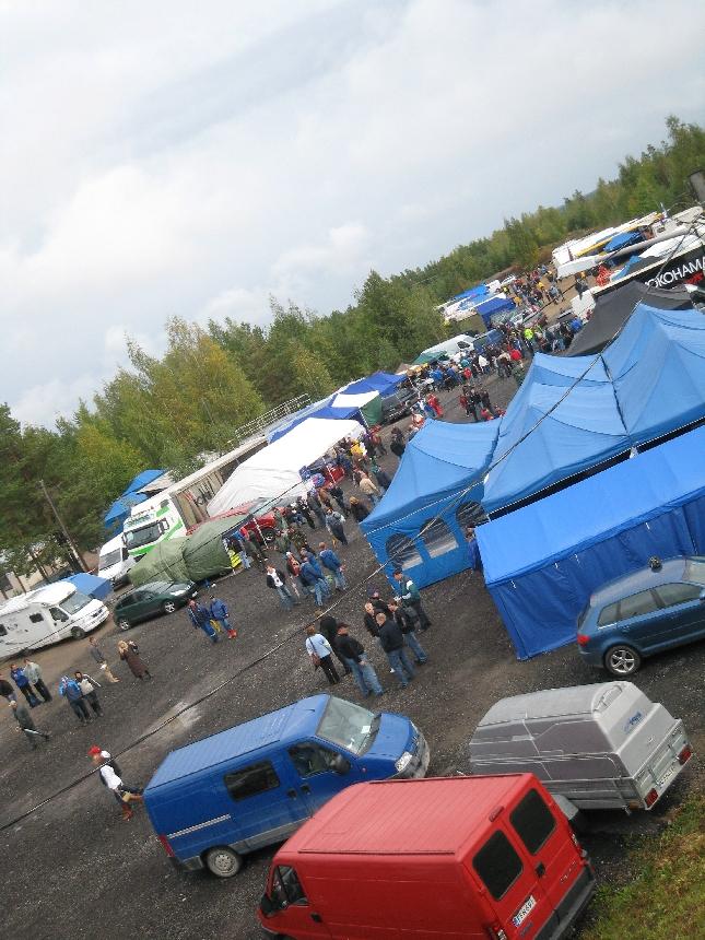 SRC:n eli Superrallicrossin SM-finaali keräsi 20-vuotiaaseen Hyvinkään Vauhtipuistoon jälleen upean määrän yleisöä. Aamun sade ei haitannut ja tunnelma oli hyvä.