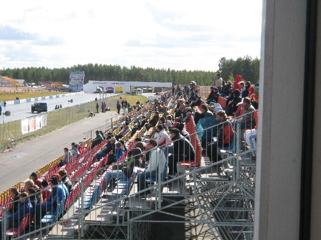 Rata SM-kauden päätös keräsi mukavasti myös yleisöä Alastaron moottoriradalle. Koko päivä ympäripyöree sellainen meni ja nyt MTV3:lle juonnot ja haastattelut ohjelmaa varten valmiina.