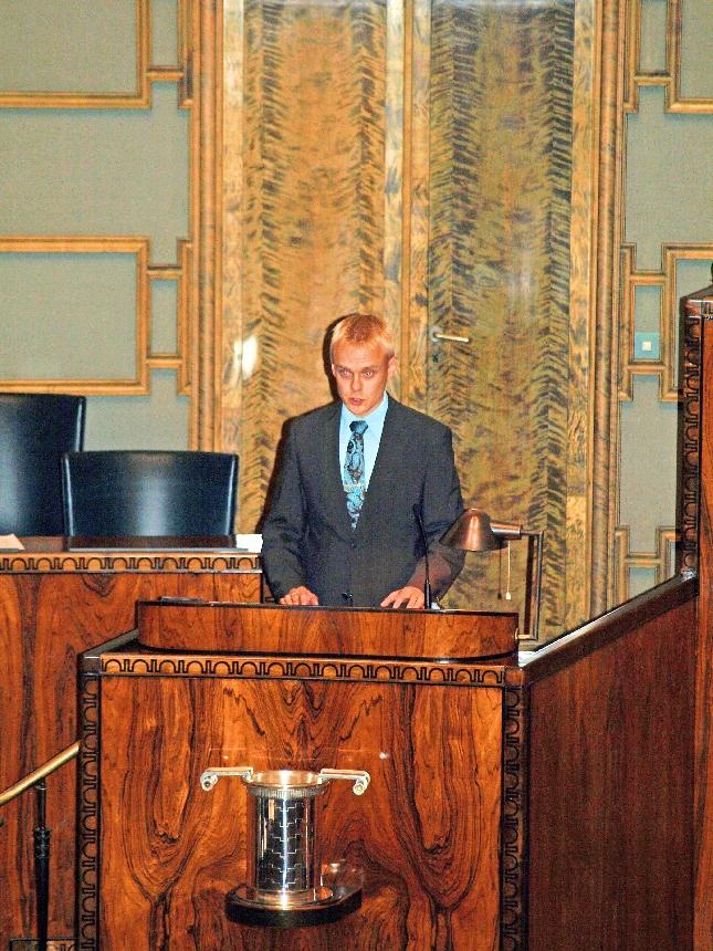 Talousarviokeskustelun pääpuheenvuoroani pitämässä. Kuva: Lopen Lehti Marjo Friman