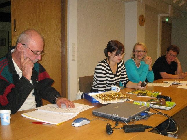 Tänään illalla vielä kokoonnuimme kokoomusväen kanssa läpikäymään Lopen kunnan ensi vuoden budjettiesitystä. Budjetti huomenna kunnanhallituksen ensimmäisessä käsittelyssä ja halusimme nyt käydä asioita läpi kunnahallituksen jäsenten ja kolmen suuren lautakunan jäsen kanssa. Tärkeitä asioita esillä ja samalla myös keskustelimme meille tärkeistä asioista.
