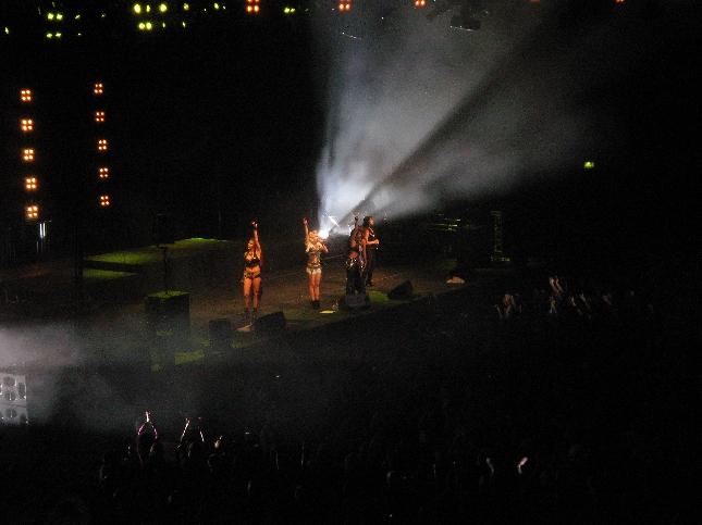 Illalla olimme vielä Sadun ja ystävien kanssa vieraina Hartwall Arenalla PussyCatsDollsien keikalle.