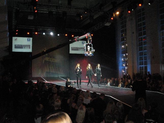 Suomen suurin muoti-ilta NRJ:n Fashion gaala keräsi Kaapelitehtaalle valtavasti eilen väkeä. Oli hieno nähdä opiskelijoiden kilpailutöitä lavalla ja myös Hämeestä mukana osaamista. Helsinki-Paris-New York -teemalla järjestettävän kilpailun finaalissa nähtii 11 kilpailutyötä. Vuoden 2007 Nuori Suunnittelija Saara Lepokorpi nappasi voiton NRJ Fashion Awardsissa.