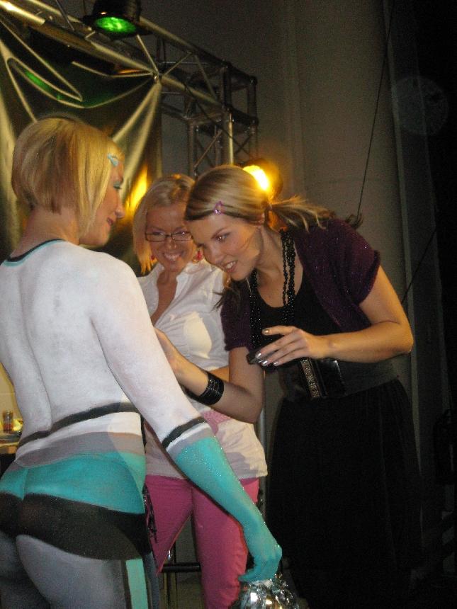 Ystäväni Sanna Liljamo uurasti messuilla jälleen. Taitava tekijä meikki ja maskeerausjutuissa ja hänen kättenjälki näkyy myös Sadussa joulukuussa :)