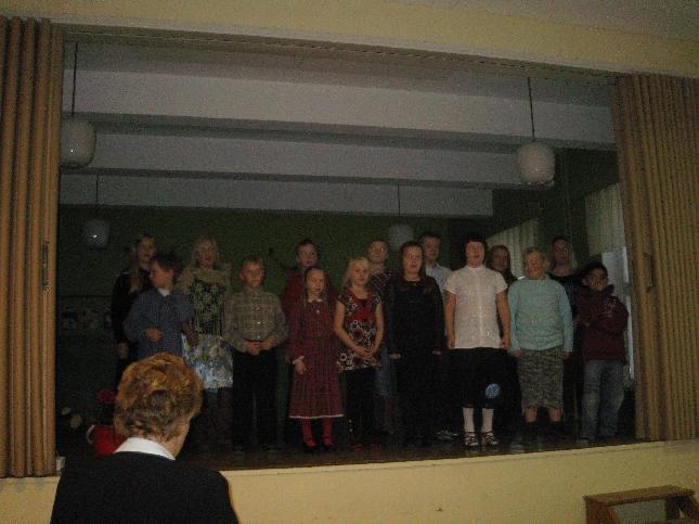 Kormun Kyläyhdistyksen juhlassa esiityi tänään upea joukko kylän koulun oppilaita.