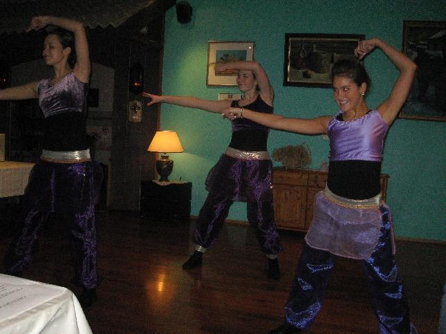 Riihimäkeläinen Tanssikoulu FirstStep esiintyi Yrittäjuhlassa. Oli kiva nähdä entiset oppilaani ja ennen muuta heidän upeat taidot. Hienoa katseltavaa.