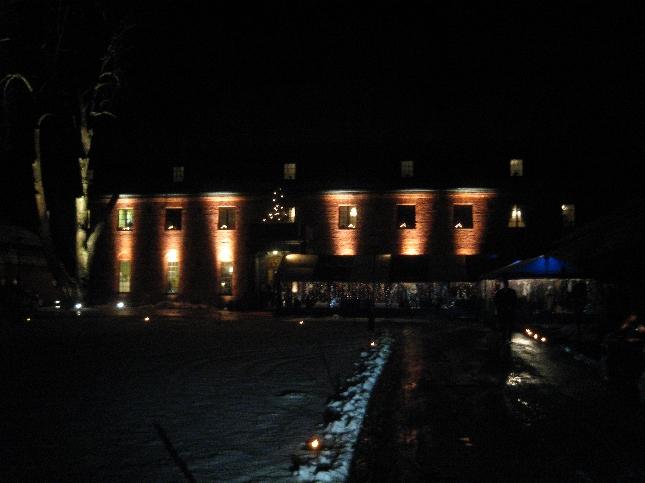 Vanajanlinna täyttyi tänään Itsenäisyyspäivää odottavista. Yli 1000 vierasta oli mukana linnan vastaanotolla, joka järjestettiin nyt jo kymmenennen kerran.