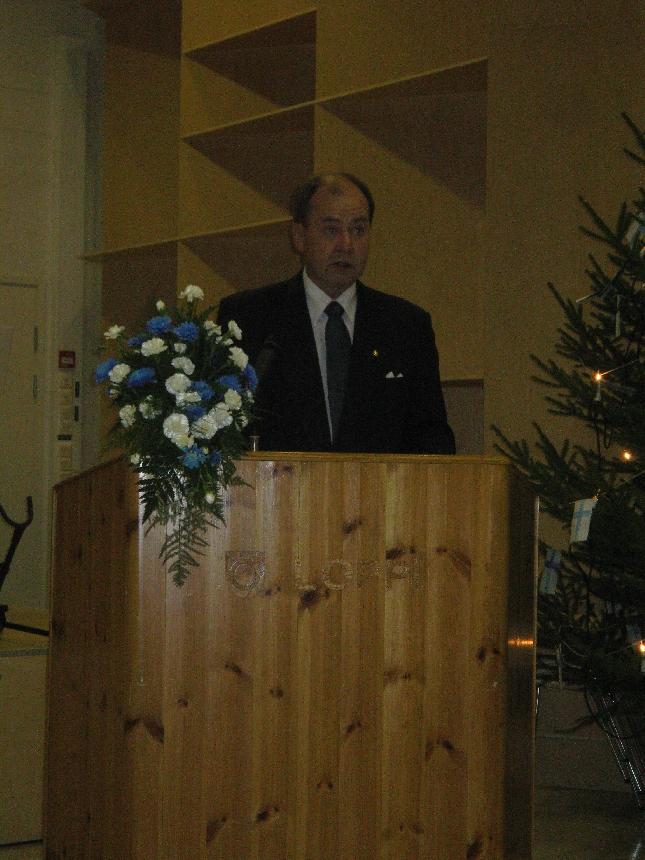 Iiro Viinanen piti juhlapuheen Lopen Itsenäisyyspäivän juhlassa. Upea puhe, jossa historiaa, tätä päivää ja visioita myös tulevaisuuteen. Iiromaista.