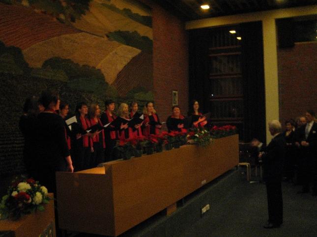 Mainetta maailmallakin niittänyt Timotei kuoro oli Pekka Perkon johdolla yksi tämän illan Lopen kunnan järjestämän Itsenäisen Suomen 90. juhlavuoden vastaanoton esiintyjistä Lopen Harmonikkojen ohella.