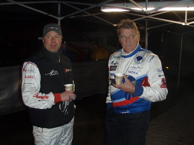 AKK-Motorsportin puheenjohtaja Kari O. Sohlberg ja Jyrki Järvilehto huoltoalueella.