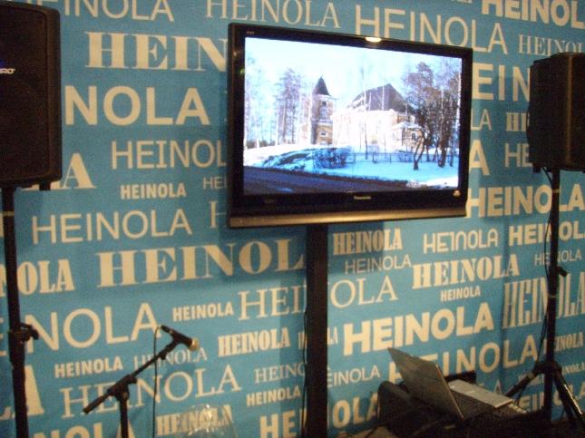 Ihan kuin Heino.... :) Heinola! Heinolan osastolla oli hyvä tunnelma. Tuttumme Hemi oli muusikkojen ja kesäkuntaa esittelemässä ja sovimmekin, että ensi kesän retki suunnataan sinne. Musiikkiteatteria Housut Pois luvassa!