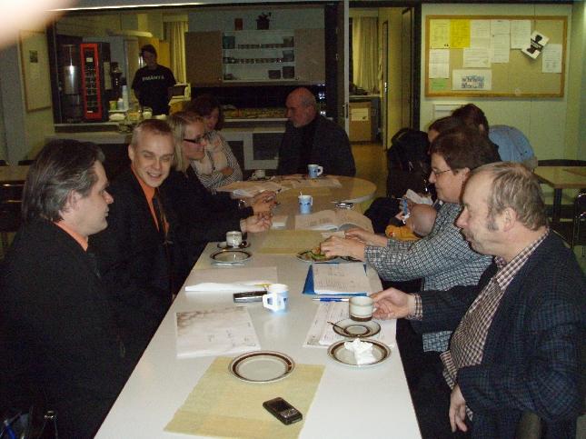 Ryhmäkokous ennen valtuustoa oli jälleen hyvä. Vilkasta keskustelua ja ajatusten vaihtoa illan esityslistasta. Aika hieman loppui kesken kun olimme ajatelleet, että ehdimme samalla myös hieman käsitellä alustavasti kuntaliitosselvityksen mahdollista jatkoa tai