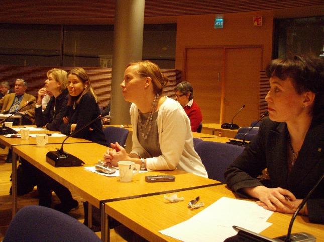 Kollegani Henna Virkkunen, Ulla Karvo, Sanna Lauslahti ja Raija Vahasalo olivat myös seuraamassa puoluevaltuuston kokousta. Tänään itseasiassa todella paljon meitä kansanedustajiakin mukana. Sekin kertoo jostain.