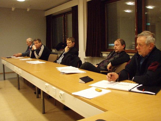Tänään illalla kokoonnuimme Riihimäen, Hausjärven ja Lopen kokoomuspuheenjohtajien kanssa yhteiseen kunta- ja kunnallisvaaliaiheiseen iltakouluun. Hieno tilanne sekin kun kaikissa kolmessa kunnassa kokoomuslainen valtuustopuheenjohtaja.