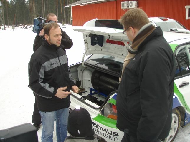 Manfred Stohl ja moottoriurheilutoimittaja Miiro Koivula