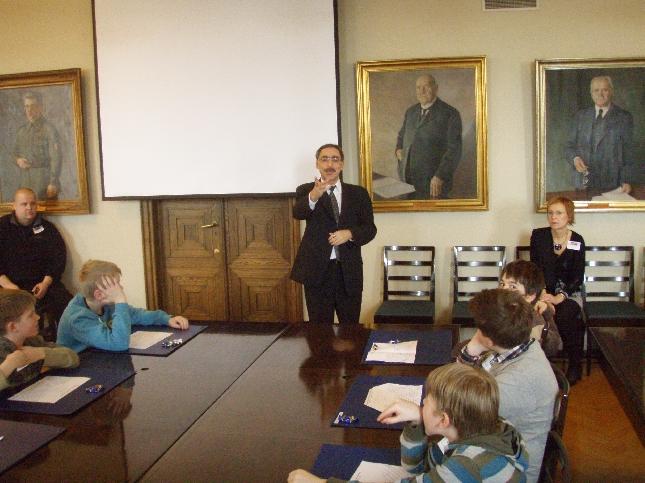 Ben kävi tänään tervehtimässä entisen kouluni Lopen Kirkonkylän koulun 5.luokkalaisia ryhmähuoneessamme.