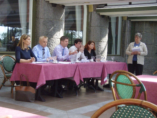 Tänään Puoluekokouskiertueemme jatkui Joensuussa. Paneeliin osallistuivat lisäkseni Aulikki Sihvonen, Ulla Karvo, Sampsa Kataja ja Arto Satonen.