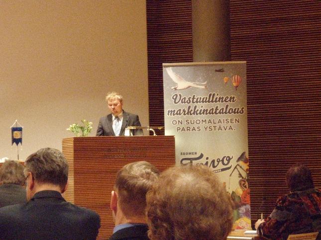 Kokoomusnuorten puheenjohtaja Teppo Leinonen äänessä tämän päivän puoluevaltuustossamme.