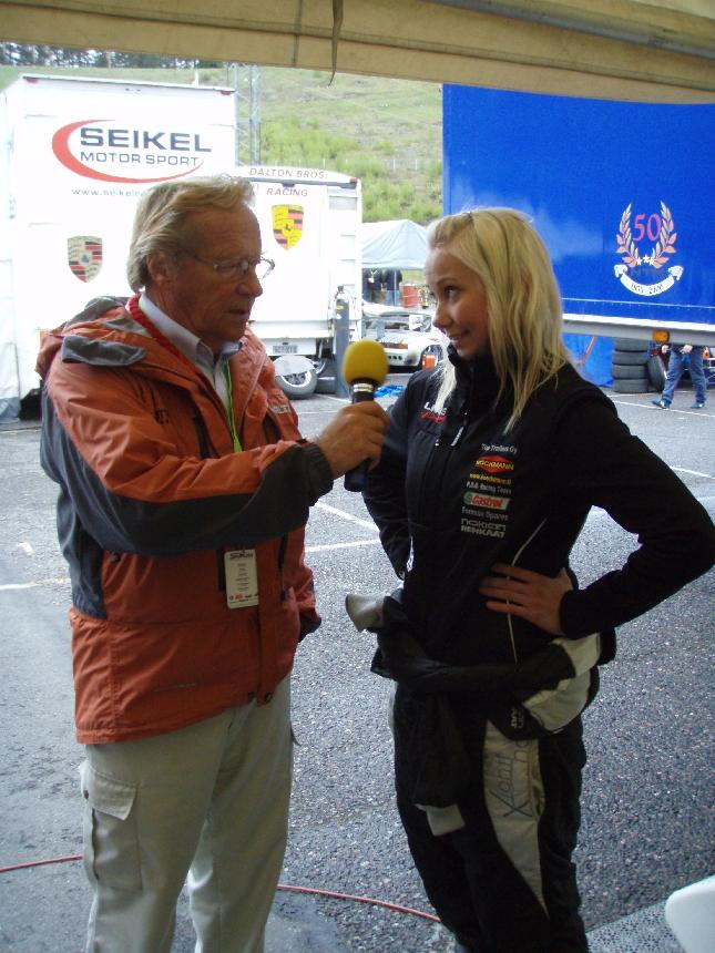 Pulkkisen Jorman kanssa tänään puuhailtiin Ahvenistolla. Tässä haastateltavana Formula Ford-kuljettaja Veera Virtanen.