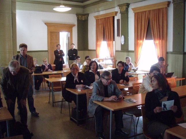 Tämän iltainen Oulun Puoluekokoussemaari ja puheenjohtajatentti veti hyvin väkeä paikalle ja keskustelu oli vilkasta. Varsinaisen paneelin jälkeen jatkoimme vielä keskusteluja paikallisessa Cafe Saarassa.