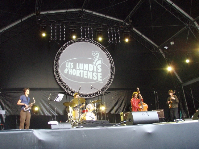 Jazz-tapahtuma jatkui vielä tänäänkin ja päivällä sateen tauotessa oli kiva pysähtyä vielä hetkeksi kuuntelemaan.