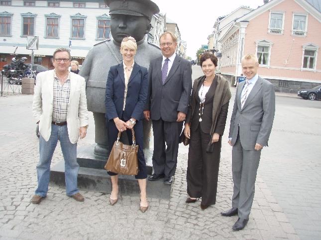 Liikenne- ja viestintävaliokuntaryhmä oli tänään päivän mittaisella matkalla Oulussa. Upea ohjelma ja siitä kiitos Rajalan Lylylle. Mukana Anne-Mari Virolainen, Leena Harkimo, Lyly Rajala, Reijo Paajanen ja minä.