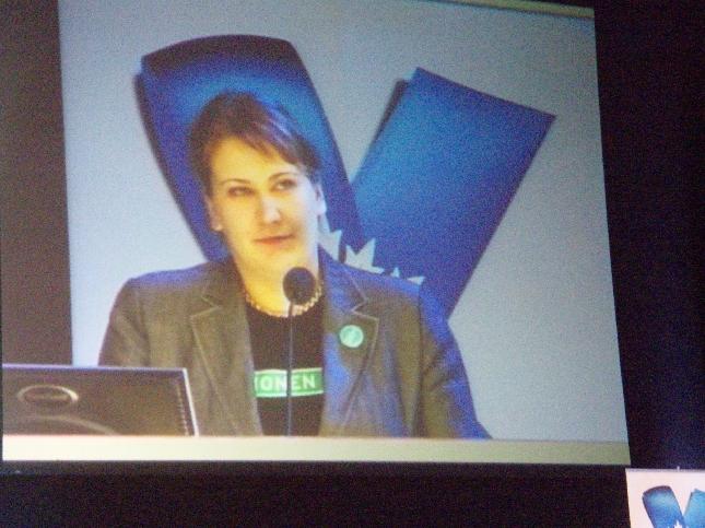Kokoomusopiskelijoiden eli Tuhatkunnan tervehdyksen avajaisiin toi puheenjohtaja Jenny Nyman.