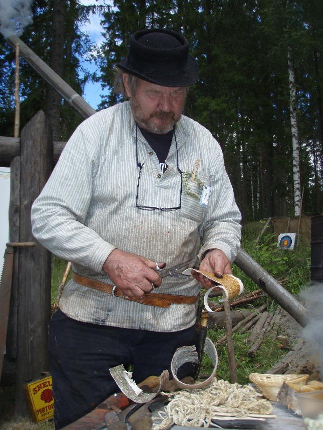 Erkki Holttinen - kädentaitaja iänikuinen :)