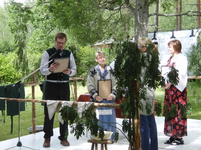 Krouvin Kyläpäivillä julkistettiin Vuoden 2008 hämäläinen kylä. Tällä kertaa kunnia meni Renkoon Kaloisten kylälle. ONNEA!