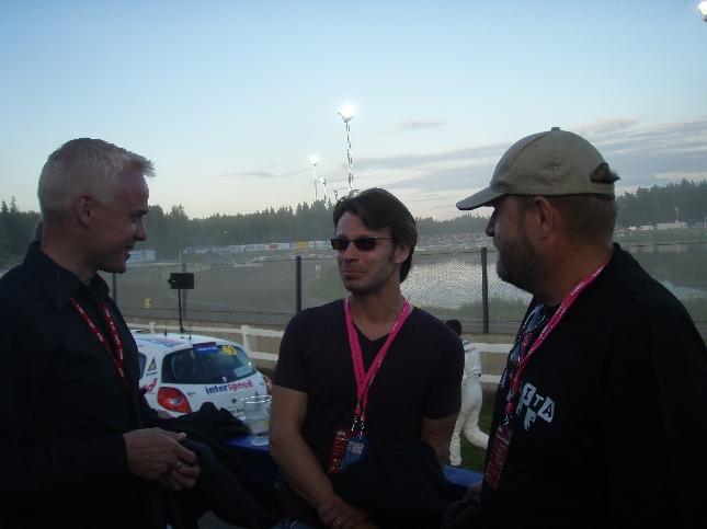 Entisen loppilaisen Pölösen Markun ja Peter Frantzenin kanssa olikin kiva pitkästä aikaa jutella. Ja aiheet luonnollisesti tuleva Markun moottoriurheiluelokuva ja Lopenkin asiat.