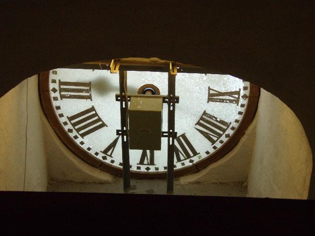 Hieman erilainen näkökulma vanhaan Raatihuoneen kelloon.