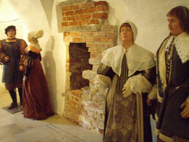 Tänään pääsimme tutustumaan myös upeaan Tallinnan vanhaan Raatihuoheeseen. Mikä upeinta kaikki kerroksiin aina