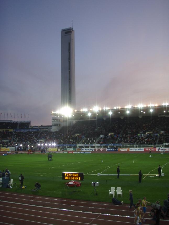 Jos päivällä Lopen kentällä niin sitten illalla huudettiin täällä. Huomenna kisat jatkuvat.