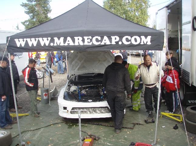 Silvo Viitasella oli tänään Marecap-autolla vaikea kotikisa. Jälleen kerran. Upea kuski jonkalaisia rallicrossi aina tarvitsee.