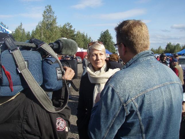 Kollegani Leena Harkimo Miiro Koivulan haastateltavana MTV3:sen Motorforumiin.