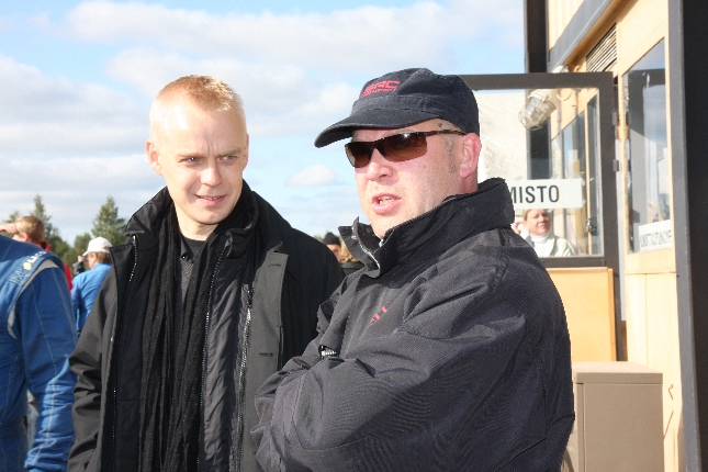 Rallicrossin Suomenmestaruussarjan pyörittäjän Pekka Mustakallion kanssa tänään Hyvinkäällä. Kuva: Kare Asp.