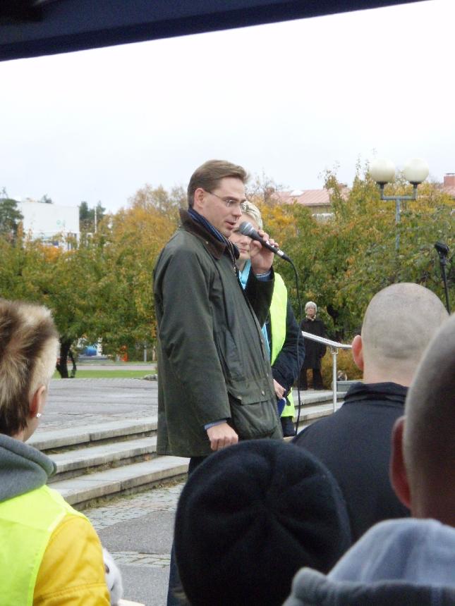 Jyrki Katainen avasi tänään puolueemme virallisen kampanjakiertueen Hyvinkäällä. Tänään itseasiassa toistasataa Toivotalkoo ja Kokoomus kuuntelee tapahtumaa ympäri maan eli näkyy ja kuuluu.