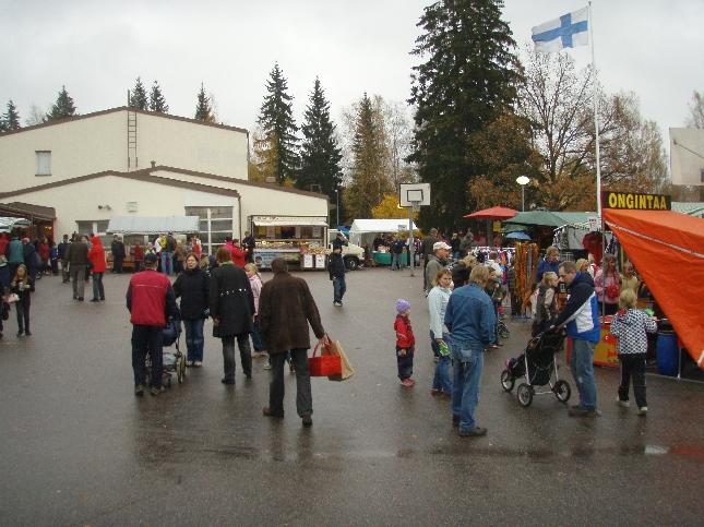 Päivä tänään käyntiin Riihimäeltä. Lasin koulun perinteiset Aleksin markkinat vetivät hyvin väkeä ja aikamoinen kassillinen tavaraa lähti kotiinkin.