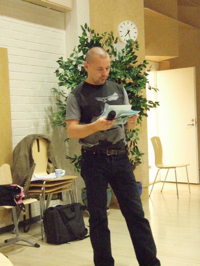 Illan juontaja erityisopettaja Heikki Turkka käytti loistavan alustuspuheenvuoron Unelmakoulu -ajatteluun.