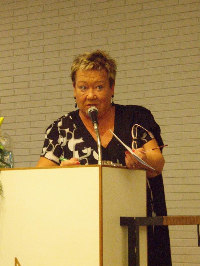 Riihimäen Kansallisten Senioreiden puheenjohtaja Marjatta Mänty avasi seminaarin emäntä- ja isäntäyhdistyksen puheenjohtajana.