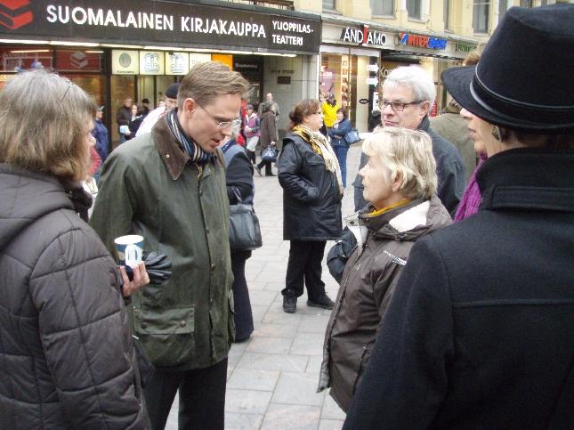 Ehdokkaamme Siilinjärvellä. Puheenjohtaja Jyrki Katainen oli tänään myös kampanjatalkoissa ja mies saikin kehuja monilta eilisestä tv-tentistä.