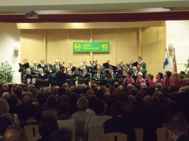 Lopen Mieslaulajien 40-vuotisjuhlakonsertti veti Loppisalin tänään illansuussa ääriään myöten täyteen. Upea tunnelma.
