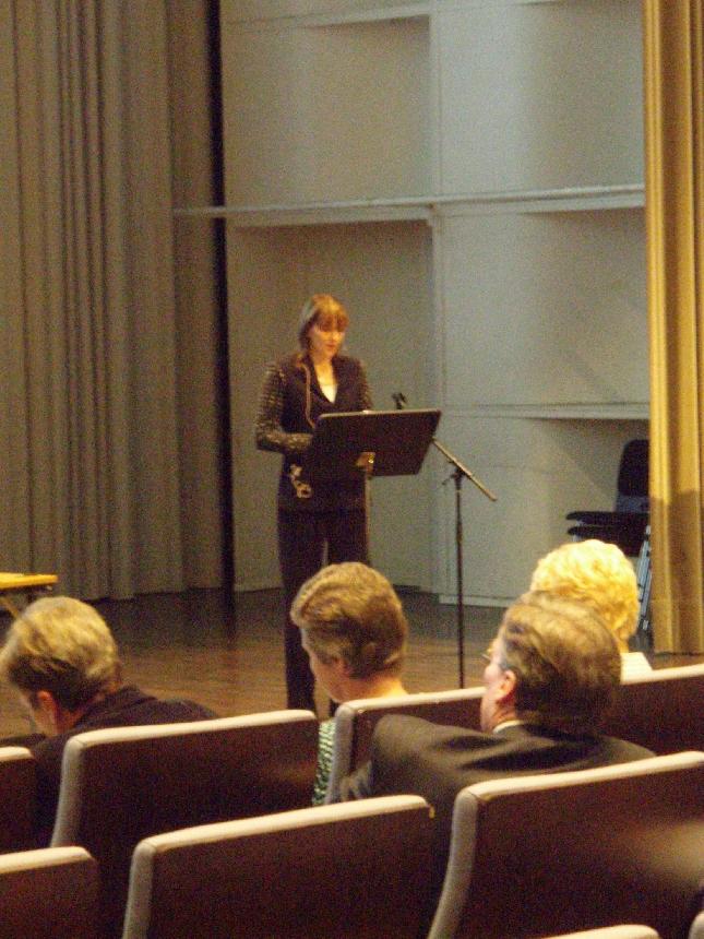 Kuntaministeri Mari Kiviniemi puhui tänään Hyvinkää-Riihimäen talousalueen seminaarissa Hyvinkäällä. Itsellänikin oli puheenvuoro seminaarissa. Kiviniemen kalvot ja madonluvut mm. Lopelle olivat aikalailla synkkää luettavaa.