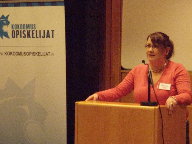 Kokouksen avasi ja 42. liittokokousta emännöi Tuhatkunnan puheenjohtaja Jenny Nyman.