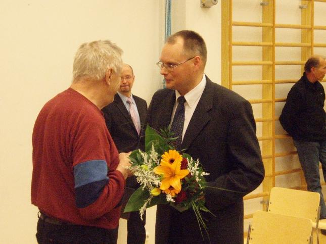 Salmisen Ilkalla riitti tänään onnittelijoita. Valinta Lopen kunnanjohtajaksi oli odotetusti yksimielinen.