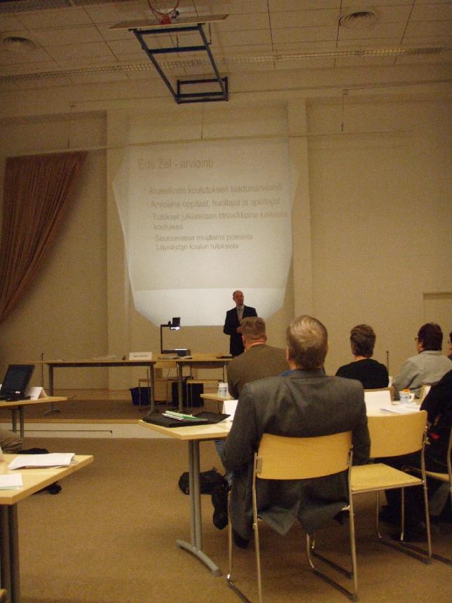 Kokouksen aluksi Läyliäisten koulun rehtori Jukka Mursula esitteli kouluaan ja myös juuri tulleita koulututkimuksen tuloksia. Läyliäisten koulu menestyi niissä loistavasti.