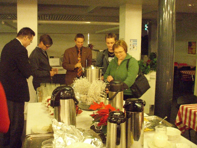 Kokouksen ja seminaarin jälkeen vietimme vielä pienen hetken jouluglögin parissa. Mukava päätös asiarikkaalle illalle. Kiitos, että sain olla mukana.